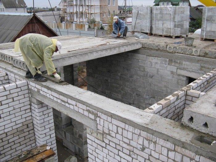 Перекрытие дома железобетонными плитами