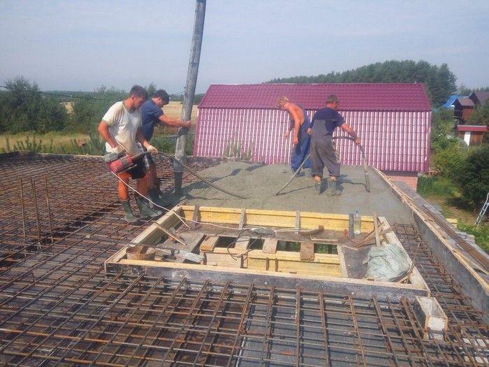 Процесс бетонирования монолитной конструкции